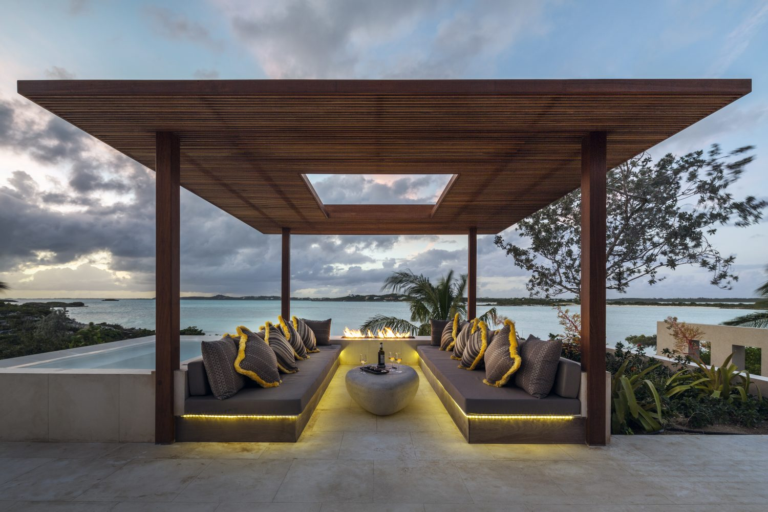 Serruys Residence: Architectural renovation and interior decoration of a seaside villa, Location: Providenciales; Turks & Caicos Islands, Designer: Domino Crreative