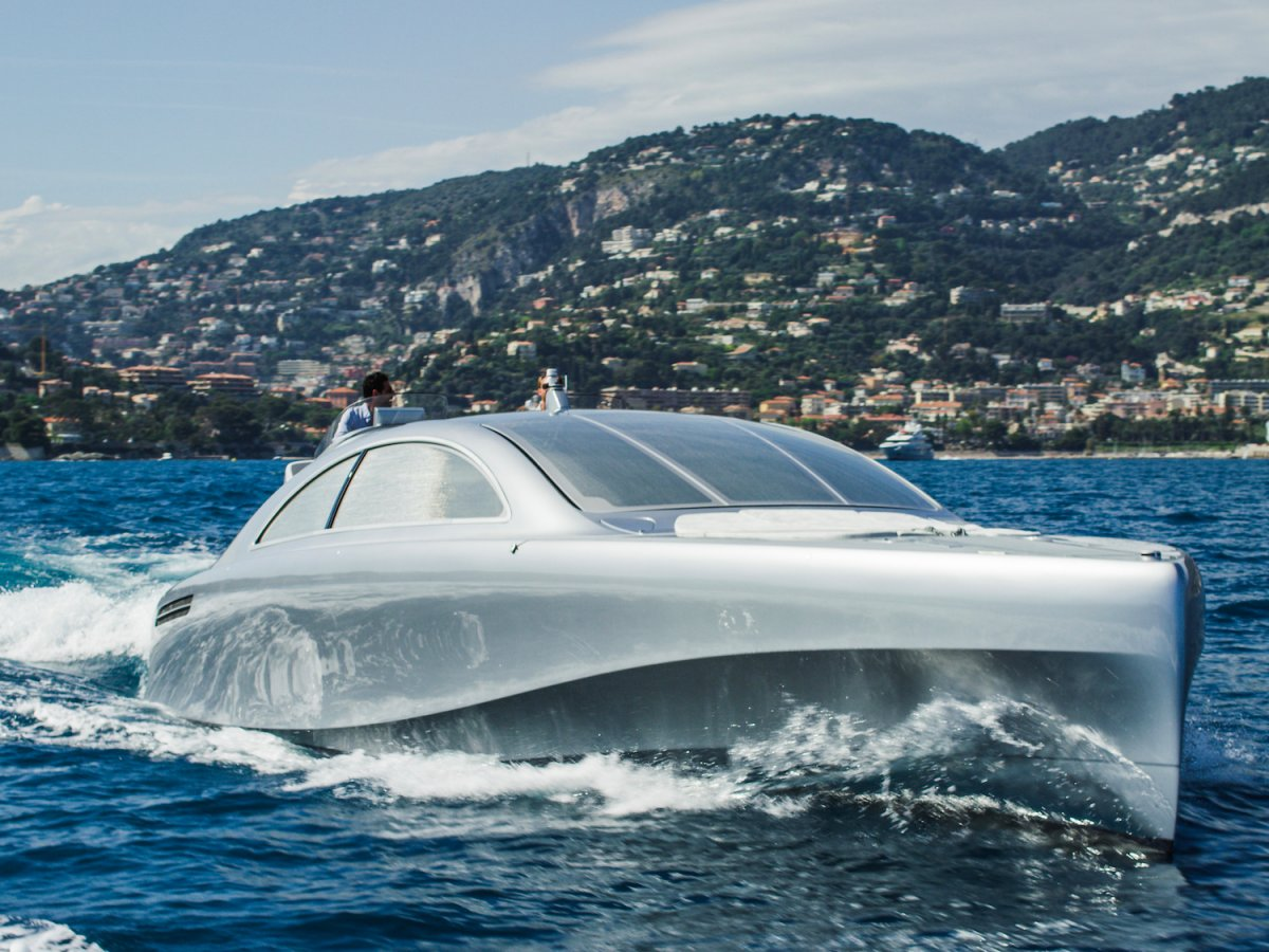 its-large-side-windows-can-retract-and-the-windscreen-can-be-raised-so-that-passengers-can-sit-inside-the-boat-while-enjoying-surrounding-views-while-at-sea