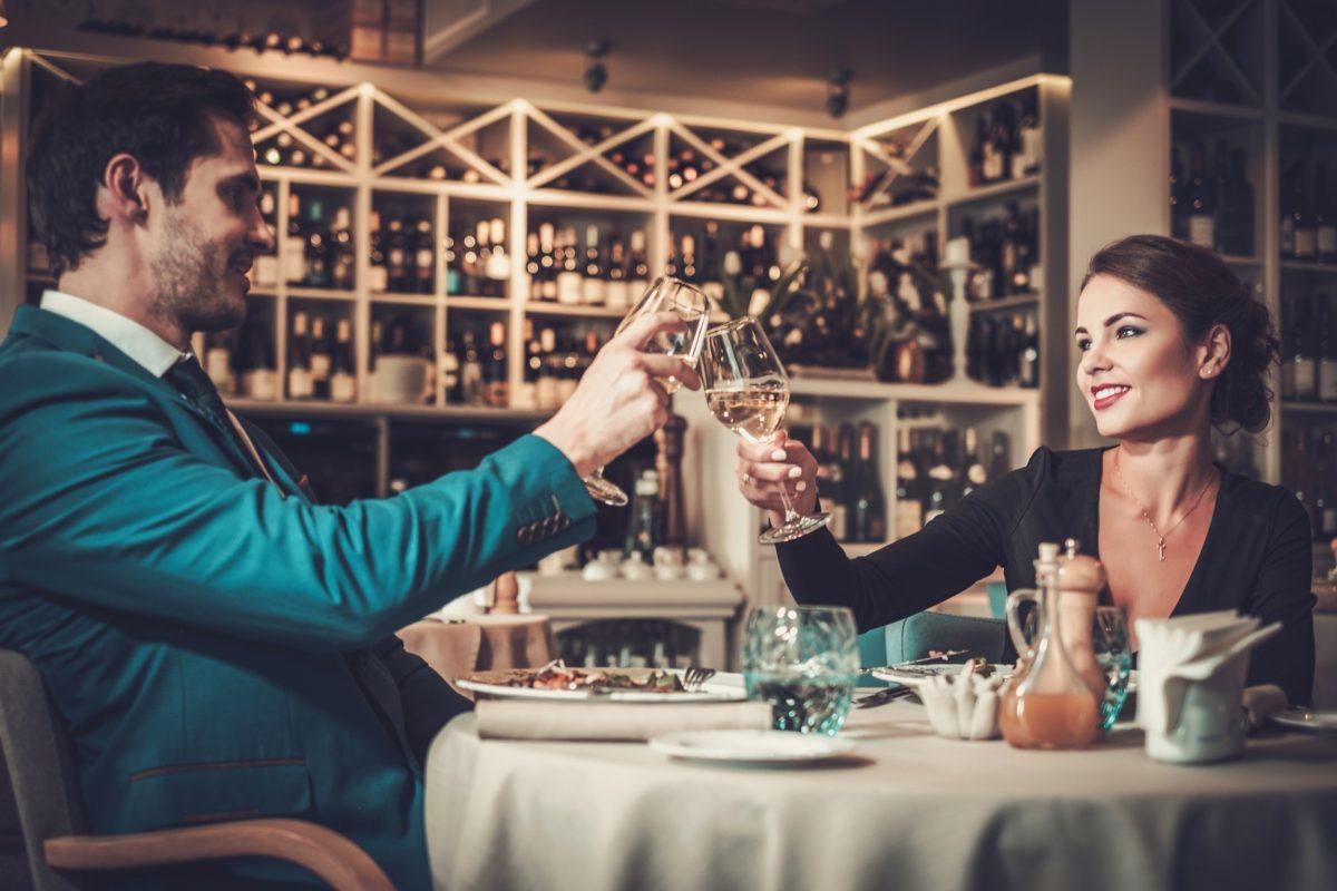 dating wealthy men