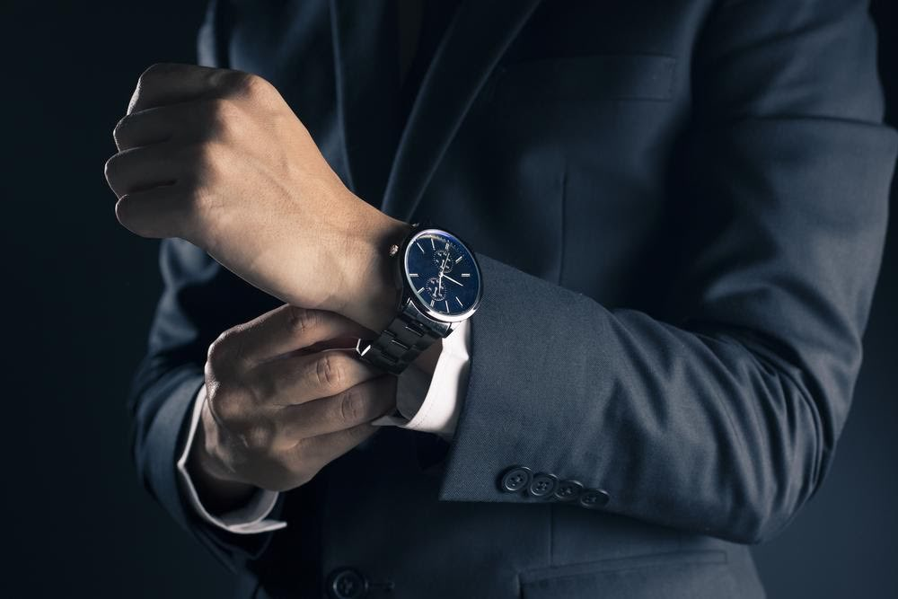 DIY vs. Professional Watch Cleaning: Pros & Cons
