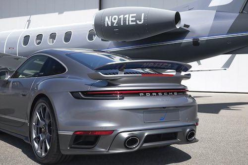 Duet: Embraer Phenom 300E x Porsche 911 Turbo S