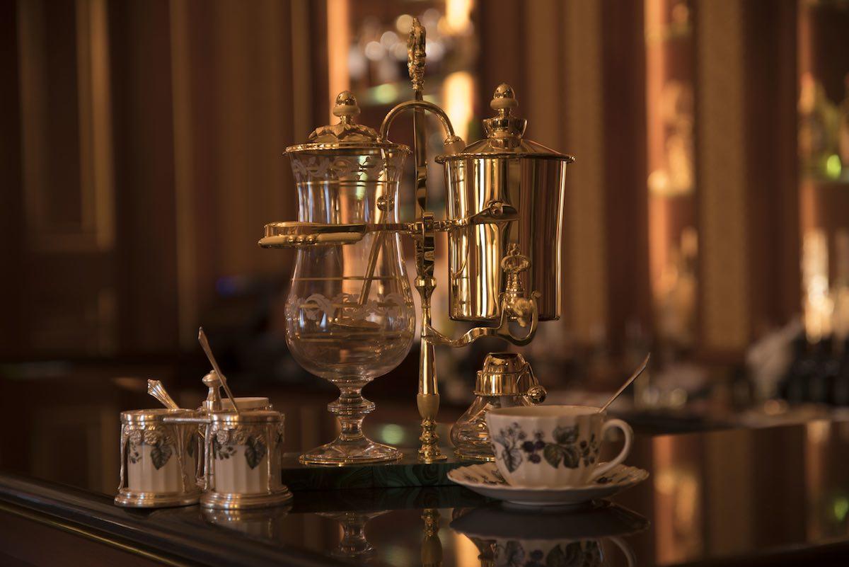 Royal Paris: A 24k Gold Coffee Maker Bringing Back the Siphon System